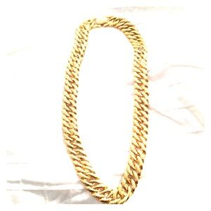 Gold shiny 19 inch link necklace. Rectangle snap
